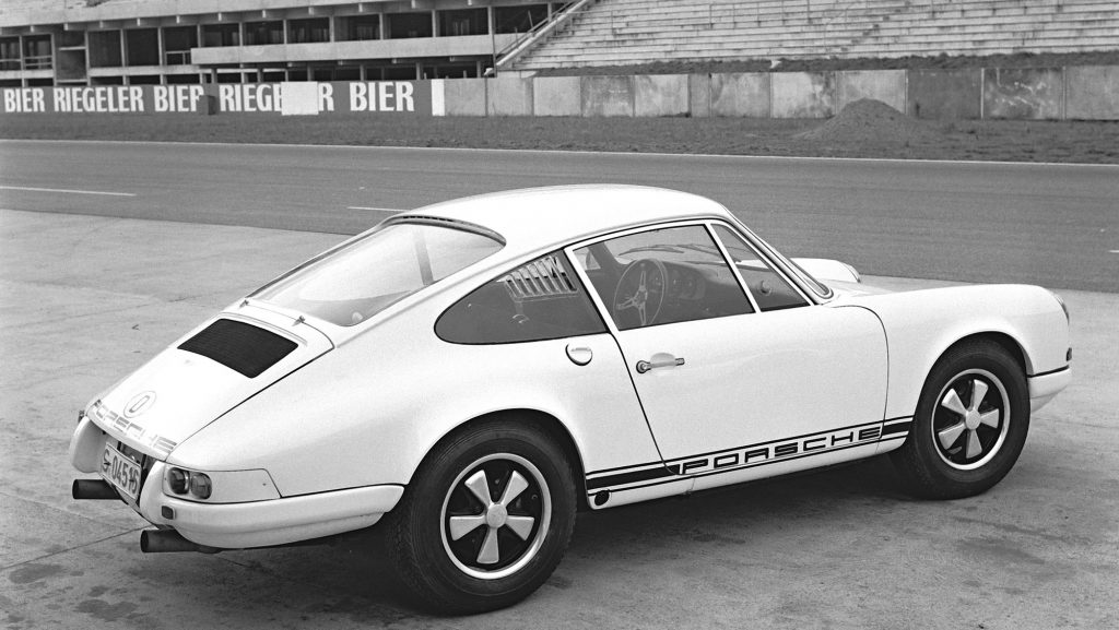 1283384_porsche_911_r_press_preview_in_hockenheim_december_1967_porsche_ag