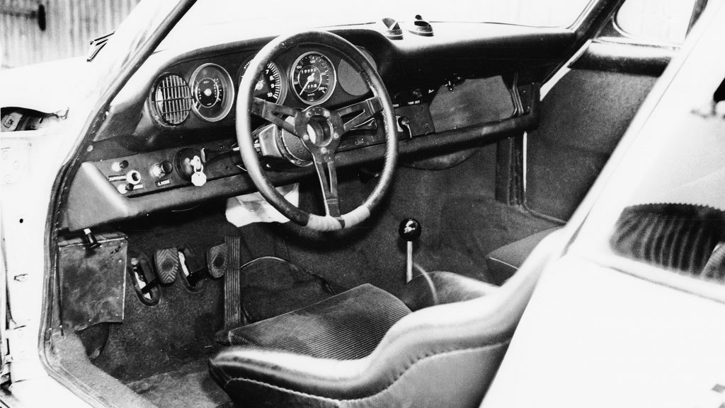 1328337_interior_of_the_911_r_1967_porsche_ag