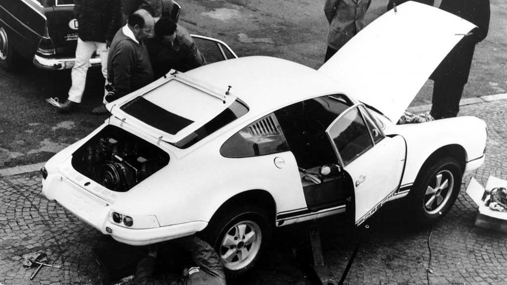 1333554_porsche_typ_911_r_2_0_coupé_world_record_run_in_monza_octobre_1967_porsche_ag
