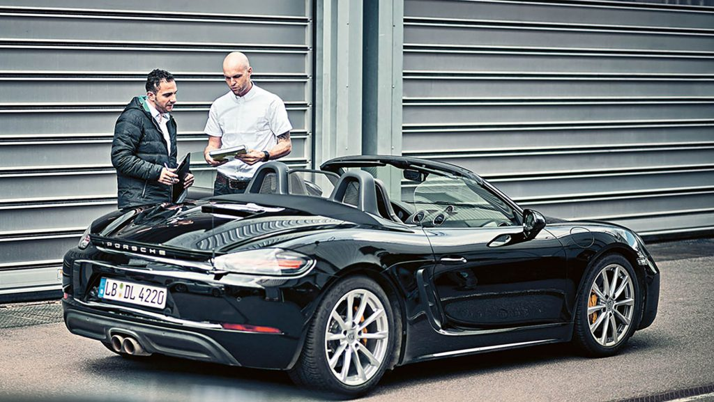 204624_giancarlo_vella_l_in_charge_of_the_test_718_boxster_weissach_2016_porsche_ag